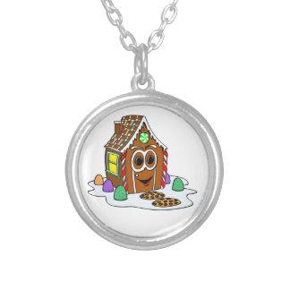 Dibujo animado de la casa del pan del jengibre collar plateado