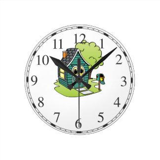 Dibujo animado de la casa verde reloj redondo mediano
