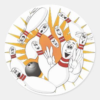 Dibujo animado de la huelga de los pernos de bolos etiquetas redondas