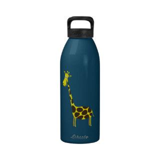 Dibujo animado de la jirafa botellas de beber