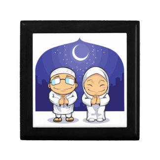 Dibujo animado de la mujer musulmán el Ramadán de  Cajas De Regalo