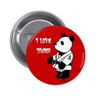 Dibujo animado de la panda del judo con una correa pin redondo de 2 pulgadas