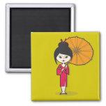 Dibujo animado de la señora del geisha en un fondo imán