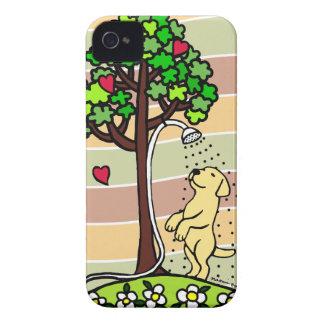 Dibujo animado de Labrador del amarillo de la dive Case-Mate iPhone 4 Protectores