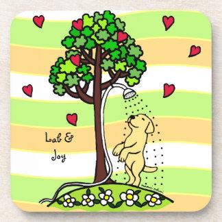 Dibujo animado de Labrador del amarillo de la dive Posavasos