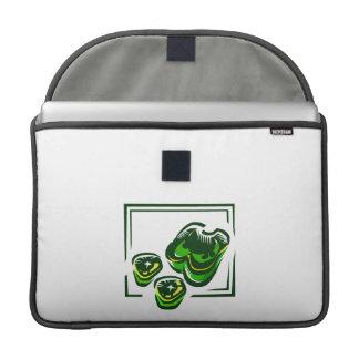Dibujo animado de las pimientas verdes en cuadrado funda para macbook pro