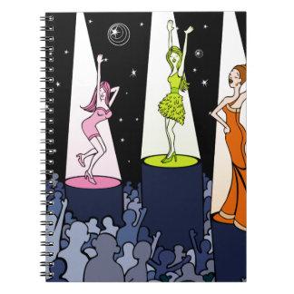 Dibujo animado de los artistas de la música del libro de apuntes con espiral