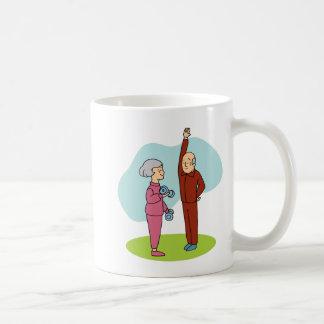 Dibujo animado de los mayores de la aptitud taza