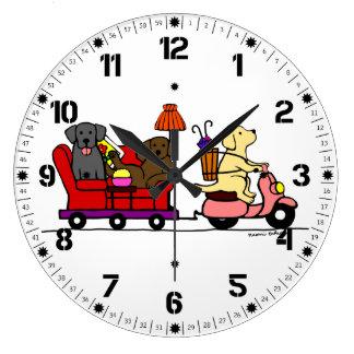 Dibujo animado de mudanza de Labradors Reloj Redondo Grande