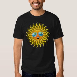 Dibujo animado de Sun del verano con la camiseta Remera