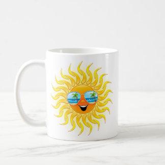 Dibujo animado de Sun del verano con la taza de la