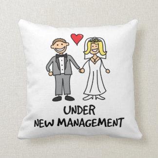 Dibujo animado del boda - bajo nueva gestión cojín