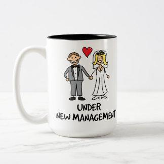 Dibujo animado del boda - bajo nueva gestión taza de dos tonos