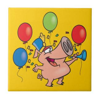 dibujo animado del cerdo del fiesta de la celebrac azulejo cuadrado pequeño