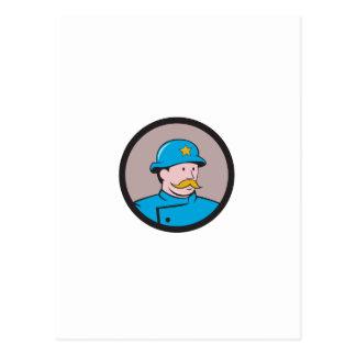 Dibujo animado del círculo del vintage del policía tarjeta postal