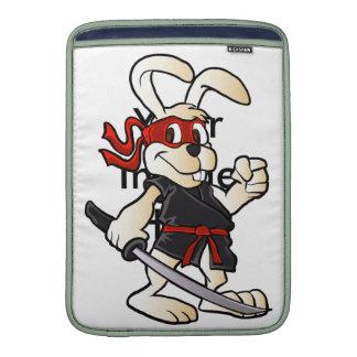 dibujo animado del conejo del ninja fundas para macbook air
