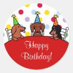 Dibujo animado del cumpleaños del Dachshund Pegatina Redonda