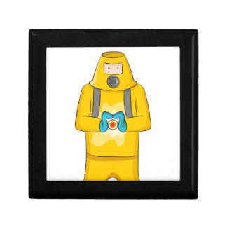 Dibujo animado del hombre de la contención del joyero cuadrado pequeño
