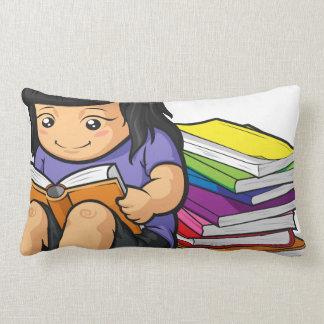 Dibujo animado del libro de lectura de la estudian almohadas