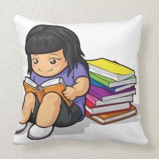 Dibujo animado del libro de lectura de la estudian cojin