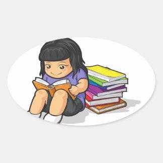 Dibujo animado del libro el estudiar y de lectura calcomania oval