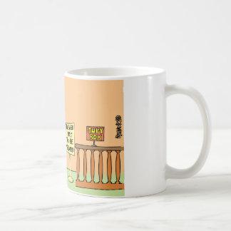 Dibujo animado del miembro del jurado taza de café