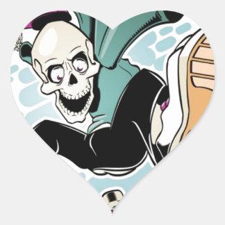 dibujo animado del monopatín del cráneo pegatina en forma de corazón