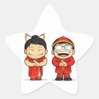 Dibujo animado del muchacho y del chica chinos pegatina en forma de estrella