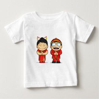 Dibujo animado del muchacho y del chica chinos remeras