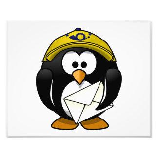 Dibujo animado del pájaro del pingüino del cartero fotografía