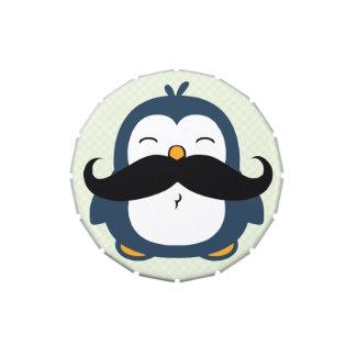 Dibujo animado del pingüino del bigote latas de dulces