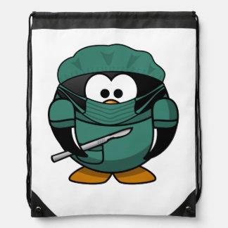 Dibujo animado del pingüino del cirujano mochilas