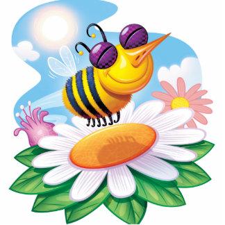 Dibujo animado divertido de la abeja en margarita fotoescultura vertical