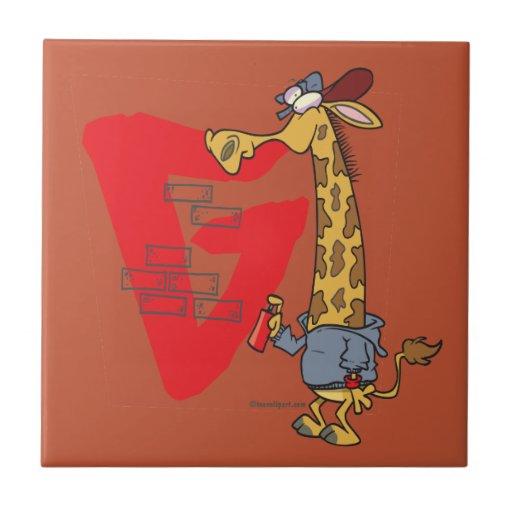 dibujo animado divertido de la jirafa de la pintad teja  ceramica