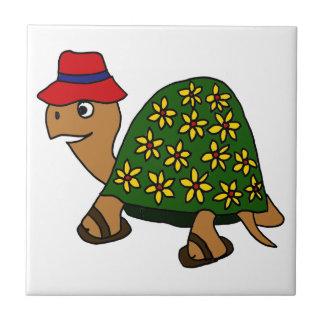 Dibujo animado divertido de la tortuga de la flor  azulejo cuadrado pequeño