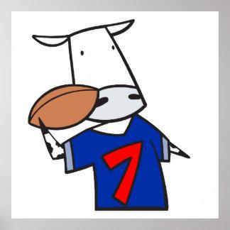 dibujo animado divertido de la vaca del fútbol poster