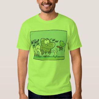 Dibujo animado divertido de las ranas del pantano playeras