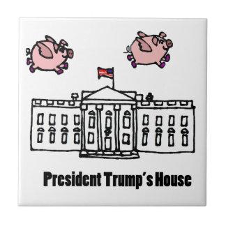 Dibujo animado divertido de presidente Trump When Azulejo Cuadrado Pequeño