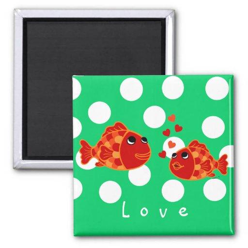Dibujo animado divertido del amor del Goldfish Imanes Para Frigoríficos