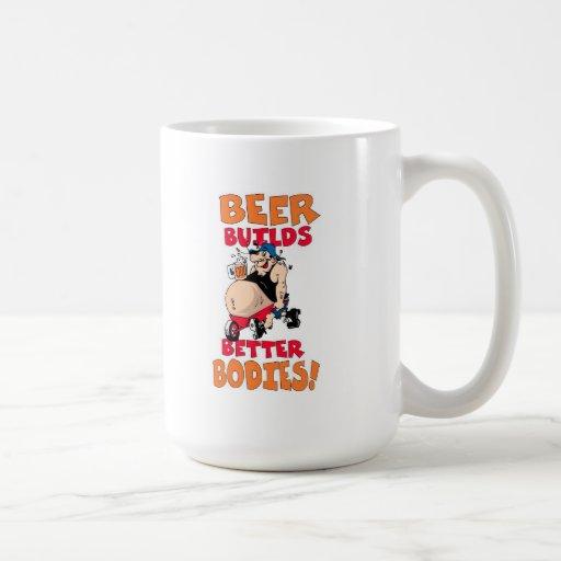 dibujo animado divertido del bebedor de cerveza taza clásica