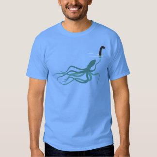 Dibujo animado divertido del calamar del monstruo playeras