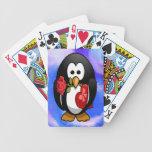 Dibujo animado divertido del pingüino lindo del el baraja de cartas