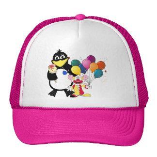 Dibujo animado divertido del pingüino y del payaso gorras de camionero