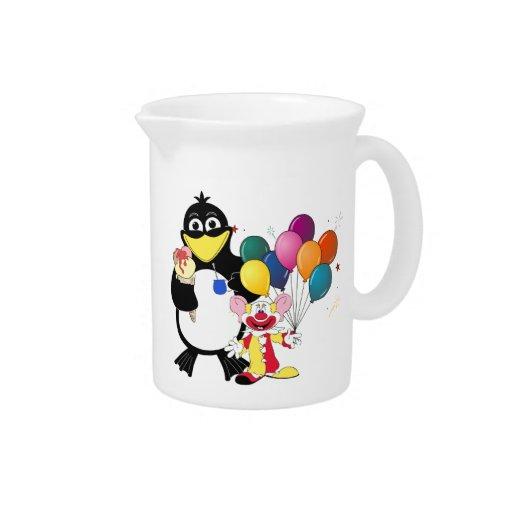 Dibujo animado divertido del pingüino y del payaso jarras