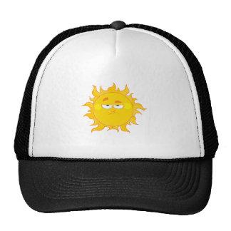 dibujo animado divertido del sol que pone mala car gorras