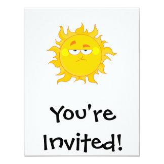 """dibujo animado divertido del sol que pone mala invitación 4.25"""" x 5.5"""""""