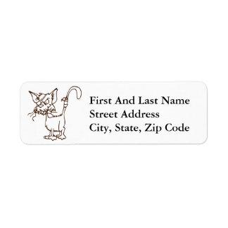 Dibujo animado duro del gatito del gato callejero etiqueta de remite