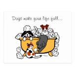Dibujo animado feliz de Labrador del negro del tie Postal