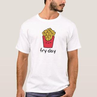Dibujo animado feliz de las patatas fritas de playera