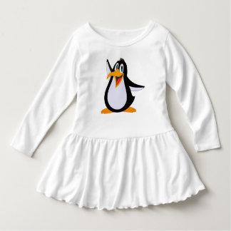 Dibujo animado feliz del pingüino vestido con volantes para niñas